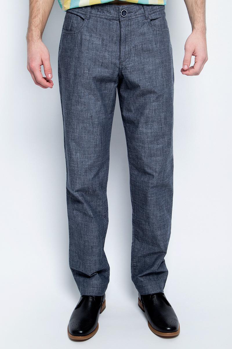 Брюки мужские Finn Flare, цвет: темно-синий. S17-21004_101. Размер XXL (54)S17-21004_101Стильные мужские брюки Finn Flare станут отличным дополнением к вашему гардеробу. Модель изготовлена из высококачественного хлопка, она великолепно пропускает воздух и обладает высокой гигроскопичностью. Застегиваются брюки на пуговицу и ширинку на застежке-молнии. На поясе имеются шлевки для ремня. Эти модные и в тоже время удобные брюки помогут вам создать оригинальный современный образ. В них вы всегда будете чувствовать себя уверенно и комфортно.