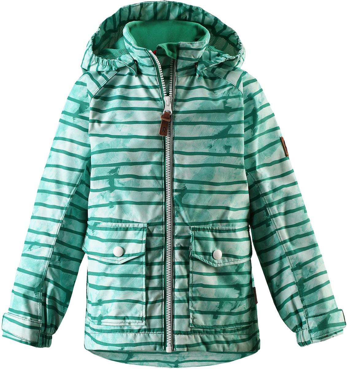 Куртка детская Reima Knot, цвет: зеленый. 5214858805. Размер 1405214858805Куртка Reima исполнена из высокотехнологичной ткани не пропускающей влагу, но не препятствующей циркуляции воздуха. Мембранная ткань пропускает влагу наружу когда ребенок потеет, но не позволяет ей проникнуть внутрь, что отлично при активных играх.