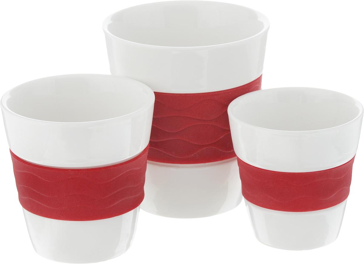 Набор стаканов Oursson Bon Appetit, с силиконовой вставкой, цвет: красный, белый, 3 штTW89553/RDНабор стаканов Oursson Bon Appetit состоит из трех стаканов, выполненных из керамики с цветными силиконовыми вставками. Керамика хорошо распределяет тепло и выдерживает высокие температуры, а силиконовые вставки уберегут ваши руки от ожогов и не позволят стакану выскользнуть.Стаканы предназначены для приготовления как горячих напитков: чая, кофе, какао, так и для прохладительных напитков. Стаканы подходят для использования в микроволновых печах, а также для мытья в посудомоечных машинах.Набор стаканов Oursson Bon Appetit идеально подойдет для сервировки стола и станет отличным подарком к любому празднику.Большой стакан: Объем: 300 мл. Диаметр стакана (по верхнему краю): 8,8 см. Высота стакана: 9,5 см.Средний стакан: Объем: 170 мл. Диаметр стакана (по верхнему краю): 7,5 см. Высота стакана: 7,6 см.Маленький стакан: Объем: 100 мл. Диаметр стакана (по верхнему краю): 6,6 см. Высота стакана: 6,7 см.