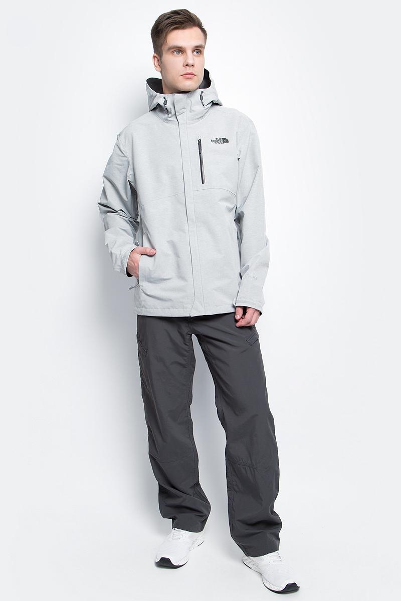 Куртка мужская The North Face M Dryzzle Jacket, цвет: серый. T92VE8DYX. Размер XL (54)T92VE8DYXКуртка The North Face M Dryzzle Jacket выполнена из инновационной мембранной ткани Gore-Tex PicLite, которая не только ветро- и водонепроницаемая, но и обладает при этом отличной воздухопроницаемостью. Модель имеет полную проклейку швов, капюшон со скрытыми регуляторами объема, внешние манжеты с регулировкой объема липучками Velcro, основную молнию с защитным клапаном, два внешних кармана на молнии и вышивку на груди. Куртка обладает продуманной системой вентиляции, что обеспечивает оптимальный уровень комфорта и надежную защиту даже во время сильных дождей.