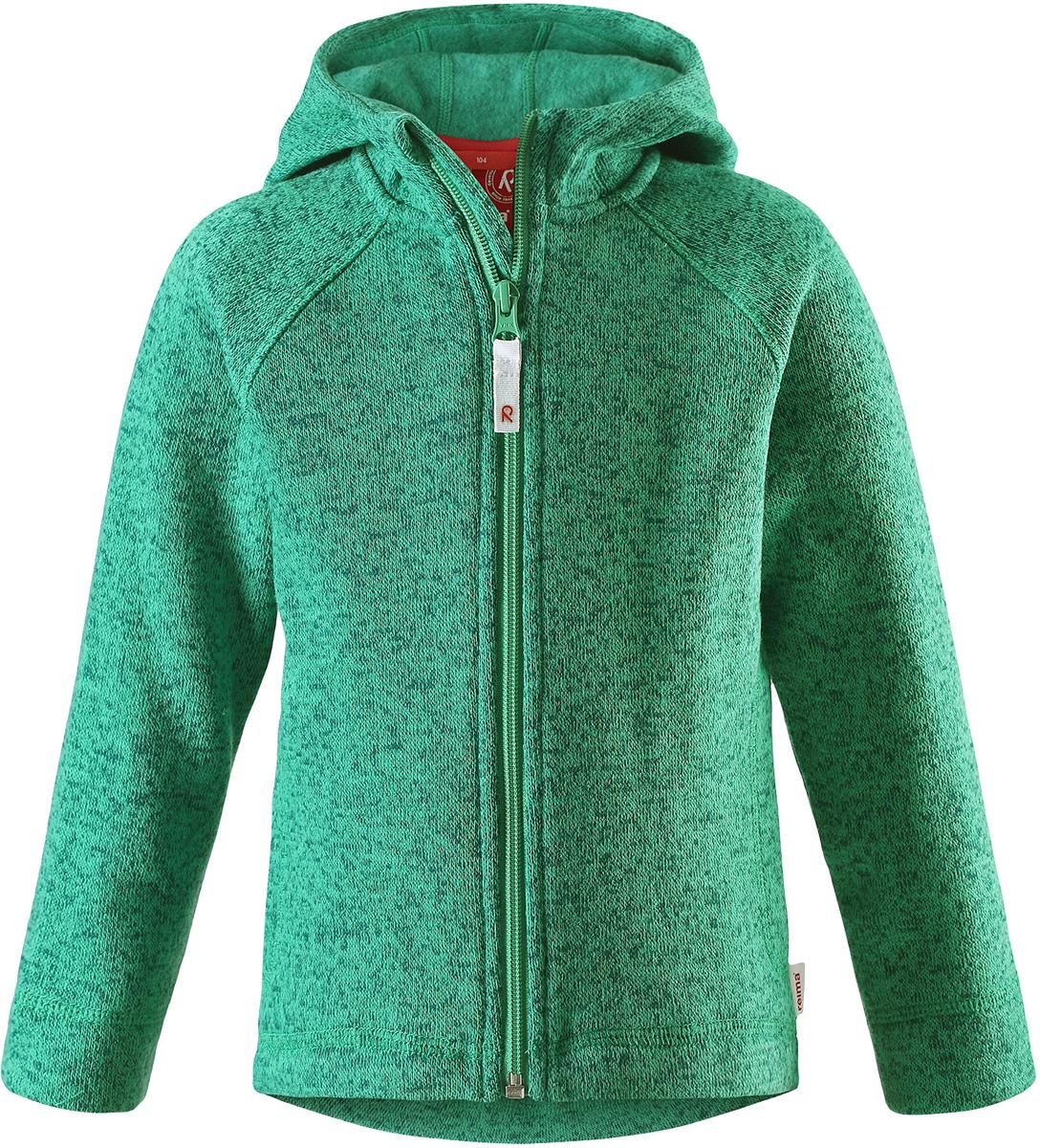 Толстовка флисовая детская Reima Pursi, цвет: зеленый. 5262518800. Размер 1045262518800Детская флисовая толстовка Reima с капюшоном отличный вариант на прохладный день. Можно использовать как верхнюю одежду в сухую погоду весной и осенью или надевать в качестве промежуточного слоя в холода. Обратите внимание на удобную систему кнопок Play Layers, с помощью которой легко присоединить эту модель к одежде из серии Reima Play Layers и обеспечить ребенку дополнительное тепло и комфорт. Высококачественный флис - это теплый, легкий и быстросохнущий материал, он идеально подходит для активных прогулок. Удлиненная спинка обеспечивает дополнительную защиту для поясницы, а молния во всю длину с защитой для подбородка облегчает надевание.