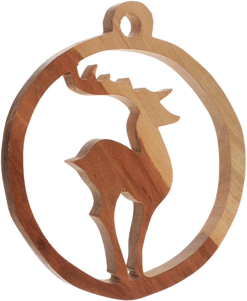 Новогоднее подвесное украшение Олень, 9 х 7 см. Ручная работа. Автор Дмитрий ШульцВАН_ДШ_2Новогоднее подвесное украшение ручной работы изготовлено из натурального дерева. Изделие выполнено в виде силуэта оленя, помещенного в круг с отверстием для подвешивания. Такой оригинальный аксессуар для дома - отличный подарок любителю стильных вещиц!Ручная работа. Автор Дмитрий Шульц.Просим обратить ваше внимание на то, что работа, выполненная на заказ, может незначительно отличаться от представленной на фото, так как это авторская работа.