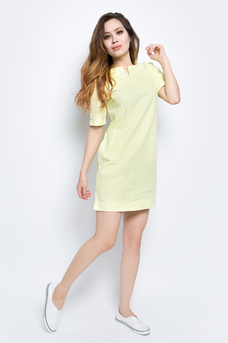 Платье Finn Flare, цвет: желтый. S17-14050_518. Размер L (48)S17-14050_518Платье Finn Flare выполнено из льна и хлопка. Модель с круглым вырезом горловины и короткими рукавами.