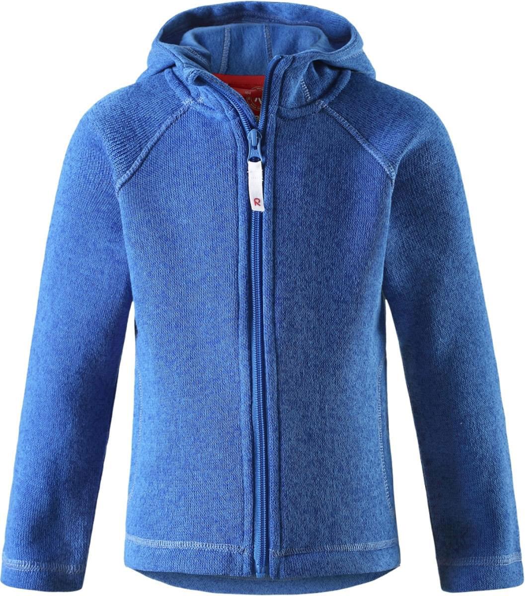 Толстовка флисовая детская Reima Pursi, цвет: синий. 5262516530. Размер 1405262516530Детская флисовая толстовка Reima с капюшоном отличный вариант на прохладный день. Можно использовать как верхнюю одежду в сухую погоду весной и осенью или надевать в качестве промежуточного слоя в холода. Обратите внимание на удобную систему кнопок Play Layers, с помощью которой легко присоединить эту модель к одежде из серии Reima Play Layers и обеспечить ребенку дополнительное тепло и комфорт. Высококачественный флис - это теплый, легкий и быстросохнущий материал, он идеально подходит для активных прогулок. Удлиненная спинка обеспечивает дополнительную защиту для поясницы, а молния во всю длину с защитой для подбородка облегчает надевание.