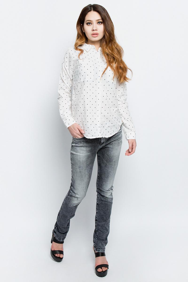Рубашка женская Tom Tailor Denim, цвет: белый, темно-синий. 2033131.00.71_8005. Размер S (44)2033131.00.71_8005Стильная женская рубашка Tom Tailor Denim, выполненная из натурального хлопка, подчеркнет ваш уникальный стиль и поможет создать оригинальный образ. Такой материал великолепно пропускает воздух, обеспечивая необходимую вентиляцию, а также обладает высокой гигроскопичностью. Рубашка с длинными рукавами и отложным воротником застегивается на пуговицы спереди. Манжеты рукавов также застегиваются на пуговицы. На груди предусмотрены два накладных кармана. Рубашка оформлена принтом с изображением звезд по всей поверхности. Такая рубашка будет дарить вам комфорт в течение всего дня и послужит замечательным дополнением к вашему гардеробу.