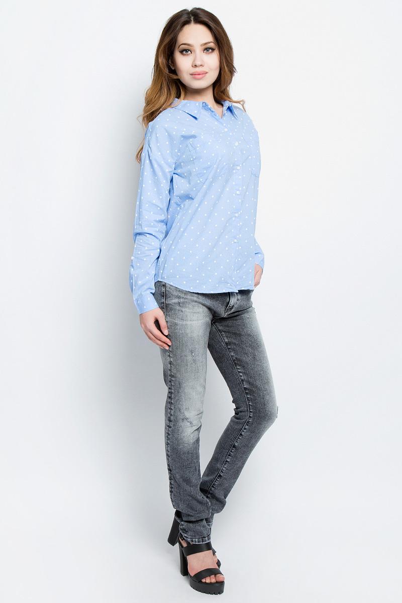 Рубашка женская Tom Tailor Denim, цвет: голубой, белый. 2033131.00.71_6918. Размер M (46)2033131.00.71_6918Стильная женская рубашка Tom Tailor Denim, выполненная из натурального хлопка, подчеркнет ваш уникальный стиль и поможет создать оригинальный образ. Такой материал великолепно пропускает воздух, обеспечивая необходимую вентиляцию, а также обладает высокой гигроскопичностью. Рубашка с длинными рукавами и отложным воротником застегивается на пуговицы спереди. Манжеты рукавов также застегиваются на пуговицы. На груди предусмотрены два накладных кармана. Рубашка оформлена принтом с изображением звезд по всей поверхности. Такая рубашка будет дарить вам комфорт в течение всего дня и послужит замечательным дополнением к вашему гардеробу.