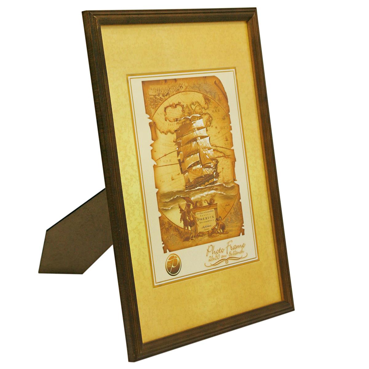 Фоторамка Veld-Co, деревянная, цвет: темно-коричневый, 10 х 15 см6268_темно-коричневыйФоторамка Veld-Co выполнена из дерева и стекла, которое защищает фотографию. Задняясторона рамки оснащена специальной ножкой, благодаря которой ее можно поставить на столили любое другое место в доме или офисе. Рамка оснащена двумя специальными отверстиямидля подвешивания на стену.Такая фоторамка поможет вам оригинально и стильно дополнить интерьер помещения, а такжепозволит сохранить память о дорогих вам людях и интересных событиях вашей жизни.