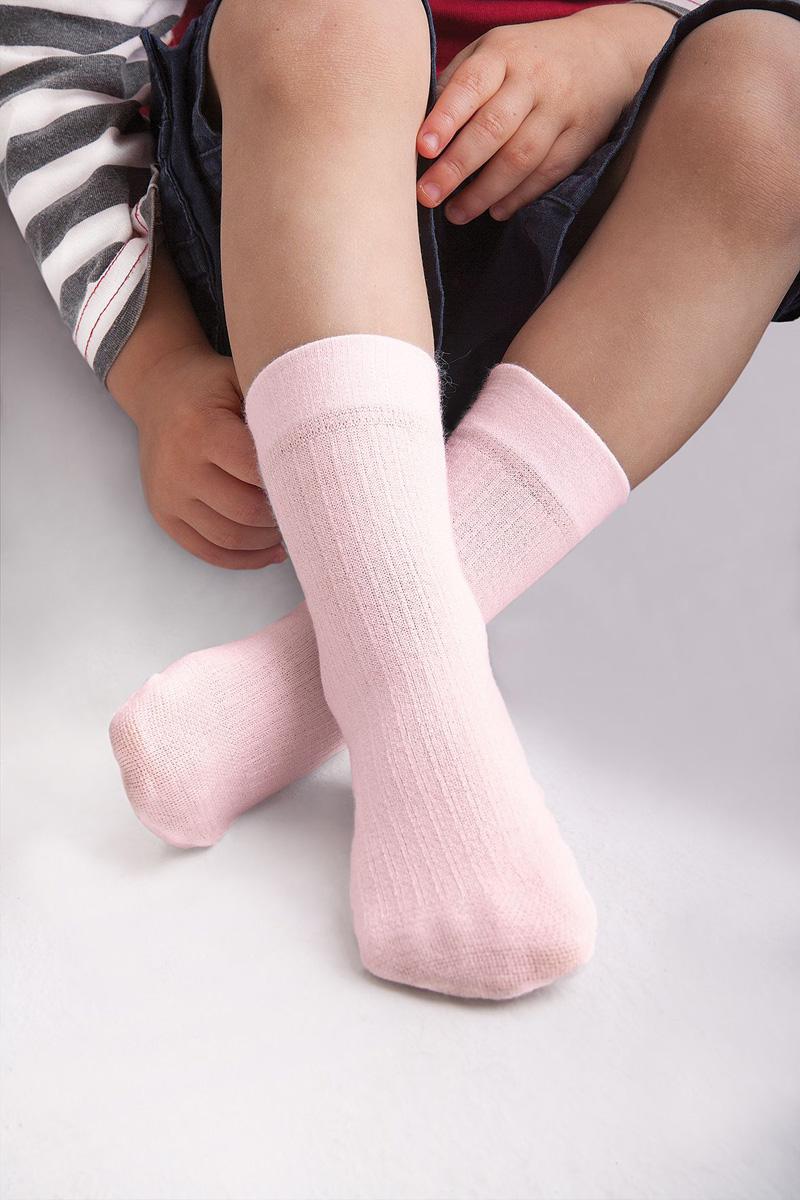 Носки для девочки Knittex, цвет: светло-розовый. Dolly. Размер 15/17DollyНоски Knittexсо изготовлены из вискозы, полиамида и эластана, которые обеспечивают отличную посадку. Модель оснащена эластичной резинкой, которая плотно облегает ножку ребенка, не сдавливая ее, обеспечивает удобство.