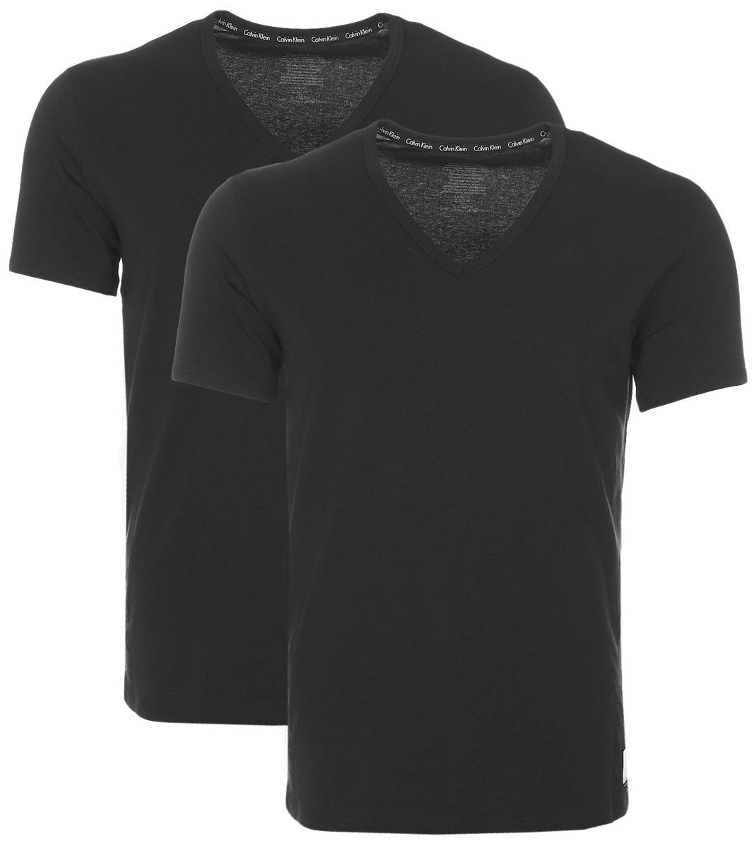 Футболка для дома мужская Calvin Klein Underwear, цвет: черный, 2 шт. NU8698A. Размер M (46/48)NU8698AМужская футболка Calvin Klein Underwear изготовлена из натурального хлопка с добавлением эластана. Модель с V-образной горловиной и короткими рукавами. Футболка дополнена квадратной нашивкой с названием бренда.