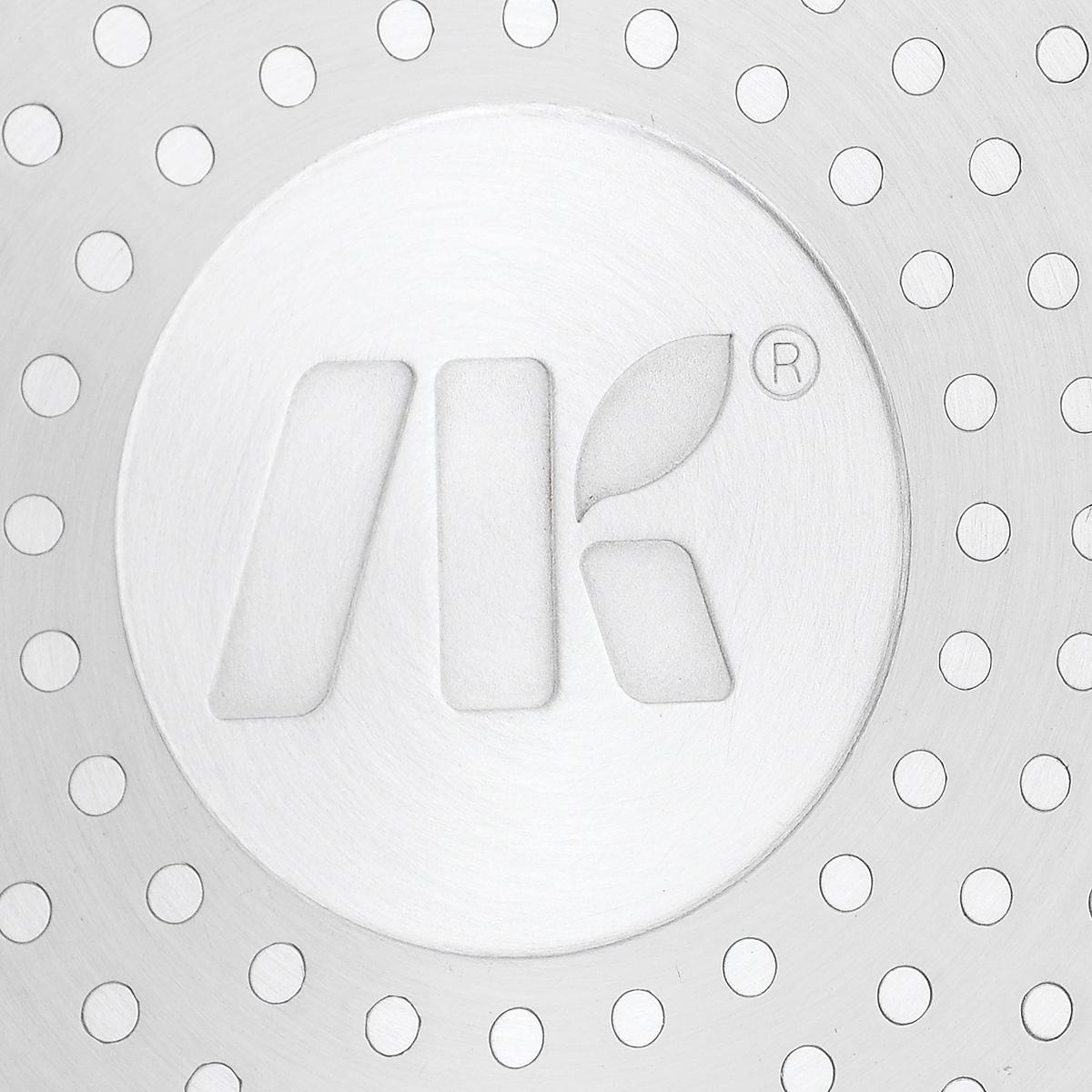 """Сковорода NaturePan """"Modern"""" выполнена из высококачественного алюминия с антипригарным керамическим покрытием Gleblon Ceram. Покрытие абсолютно безопасно для здоровья, не содержит вредных веществ, при использовании не выделяет вредного химического испарения и устойчиво к царапинам. Керамическое покрытие позволит вам готовить вкусную и здоровую еду с минимальным добавлением масла и жира.   Усиленное кованное дно обеспечивает равномерное распределение тепла по всей поверхности сковороды, что улучшает качество приготовленной пищи.  Сковорода оснащена удобной пластиковой ручкой с противоскользящим покрытием, которая не нагревается. В комплект входит крышка из жаропрочного стекла. Крышка оснащена удобной ручкой и металлическим ободом и имеет отверстие для выпуска пара.  Подходит для всех типов плит, включая индукционные.  Можно мыть в посудомоечной машине.   Высота стенки: 5,5 см.  Длина ручки: 18 см."""