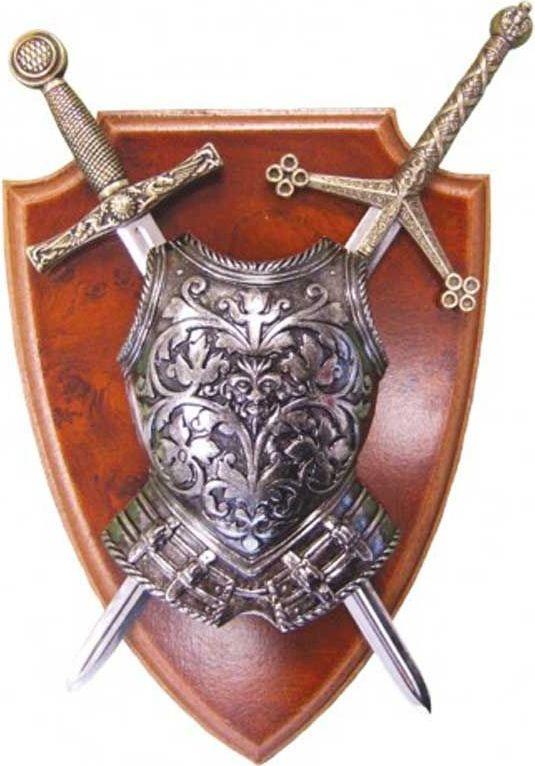 Мини-меч Эскалибр, мини-меч Тизона ДCида, кираса. Панно. Оружейная репликаD7/506Панно с кирасой и 2 мечами включает в себя легендарные образцы средневекового вооружения. В первую очередь это меч Эскалибур Короля Артура, имеющий очень древнюю историю и обладающий магическими свойствами. Вокруг этого меча ходит множество легенд и невероятных историй. Второй меч — легендарная Тизона национального героя Испании Сида Кампеадораили Родриго Диаса де Бивара. Оригинал этого меча хранится в соборе города Бургоса и является национальным достоянием Испании. А кираса в средние века была основной и самойважной частью рыцарских доспехов. Она закрывала от ранений жизненно важные органы Сувенирная продукция