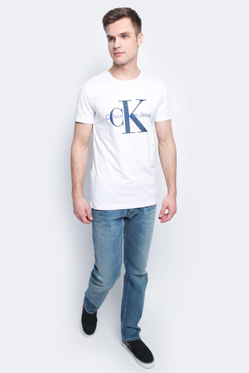 Футболка мужская Calvin Klein Jeans, цвет: белый. J30J301237. Размер XL (50/52)J30J301237Мужская футболка Calvin Klein Jeans изготовлена из натурального хлопка. Модель с круглой горловиной и короткими рукавами. Футболка оформлена крупным принтом с названием и логотипом бренда.