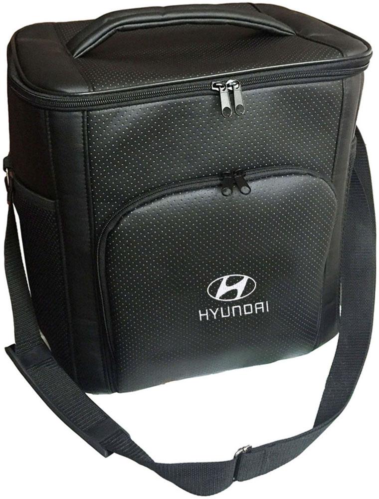 Термосумка Auto Premium Hyundai, 20 л72109Термосумка Auto Premium Hyundai выполнена из экокожи с нашивкой и оснащена регулируемым плечевым ремнем. Основное отделение и передний карман закрываются на молнию. Для дополнительного удобства термосумка имеет два боковых сетчатых кармана. Ваши продукты сохранятся свежими, а напитки холодными даже в жару благодаря специальному внутреннему термоизоляцоному материалу АЛЮФОМ (РФ). Для более длительного поддержания температурного режима рекомендуется использовать с аккумуляторами холода. Объем термосумки: 20 л.