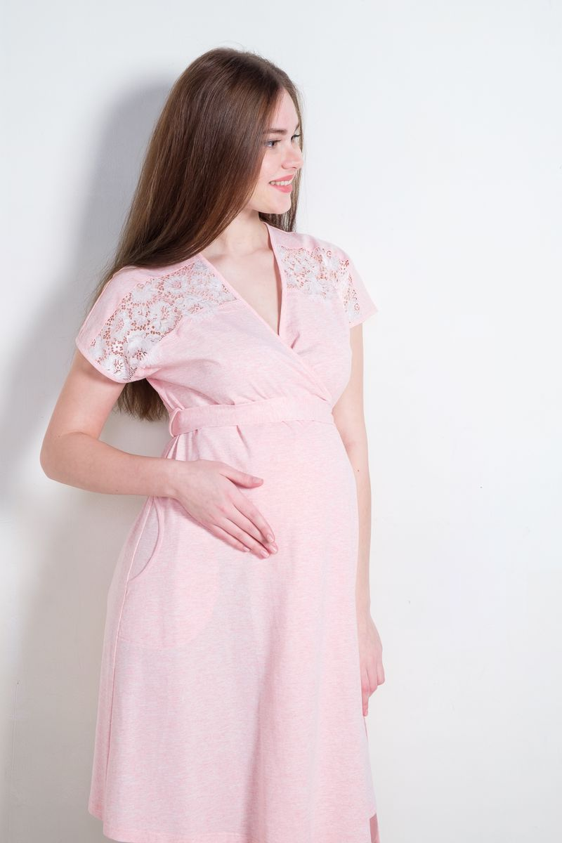 Халат для беременных и кормящих Hunny Mammy, цвет: светло-розовый. 1-НМК 08401. Размер 421-НМК 08401Уютный халат на запах для беременных и кормящих Hunny Mammy изготовлен из хлопкового трикотажного полотна. Изделие имеет внутренние фиксаторы запаха и пояс. Спереди предусмотрены карманы. Верхняя часть полочки декорирована кружевом.