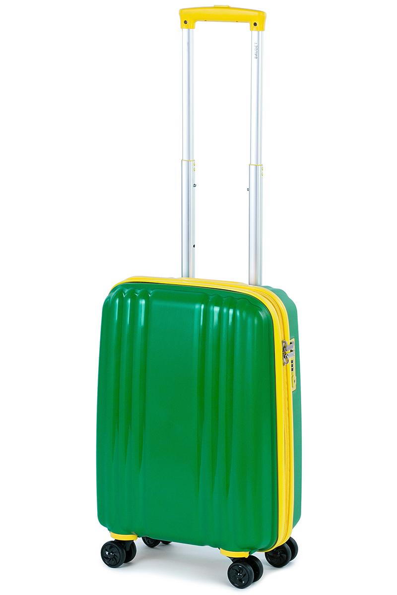 Чемодан Baudet, цвет: зеленый, 48 х 35 х 22 см, 37 лBHL0708803-48Чемодан Baudet надежный и практичныйв путешествии. Выполнен из прочного и ударостойкого полипропилена, материал внутренней отделки - полиэстеровая ткань серого цвета.Чемодан содержит продуманную внутреннюю организацию. Имеется одно большое отделение, которое закрывается по периметру на застежку-молнию. Внутри содержатся два больших отдела для хранения одежды. Для легкой и удобной перевозки чемодан оснащен четырьмяколесами, вращающимися на 360 градусов. Телескопическая ручка выдвигается нажатием на кнопку и фиксируется в двух положениях. Сверху предусмотренаручкадля поднятия чемодана. Гарантия на чемодан 2 года. Чемодан оснащен кодовым замком TSA, который исключает возможность взлома. Отверстие для ключав кодовом замке предназначено для работников таможни (открытие багажа для досмотра без присутствия хозяина). Ключ находится только у таможни и в комплекте с чемоданом не идет.
