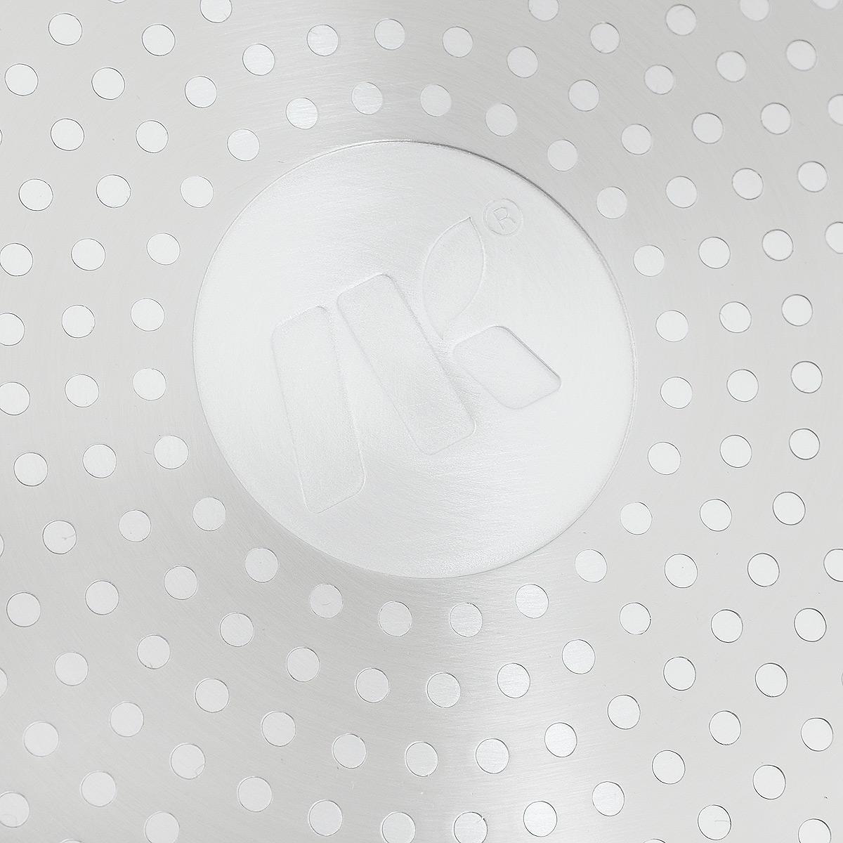 """Сковорода NaturePan """"Modern"""" выполнена из высококачественного кованого алюминия с  внутренним антипригарным керамическим покрытием Greblon Ceramic. Покрытие абсолютно  безопасно для здоровья, не содержит вредных веществ и устойчиво к царапинам. Керамическое  покрытие позволит вам готовить вкусную и здоровую еду с минимальным добавлением масла и  жира.   Усиленное кованное дно обеспечивает равномерное распределение тепла по всей поверхности  сковороды, что улучшает качество приготовленной пищи.  Сковорода оснащена удобной  пластиковой ручкой с противоскользящим покрытием, которая не нагревается.  Подходит  для всех типов плит, включая индукционные.  Можно мыть в посудомоечной машине.   Высота стенок: 5,5 см.  Длина ручки: 18 см."""