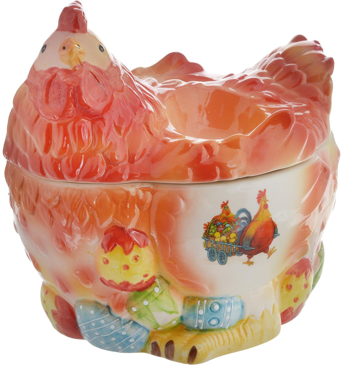 Ваза Win Max Курочка, для пасхальных яиц и угощений, 18 х 20 х 16 см14024Ваза Win Max изготовлена из высококачественной керамики с глазурованным покрытием и оформлена рельефным рисунком. Изделие дополнено крышкой, которая выполнена в виде фигурки курочки. На крышке расположены две подставки для яиц. Оригинальный дизайн украсит интерьер вашей кухни, а функциональность порадует любую хозяйку. Размеры емкости (без учета крышки): 18 х 15,5 х 10 смВысота крышки: 10 см