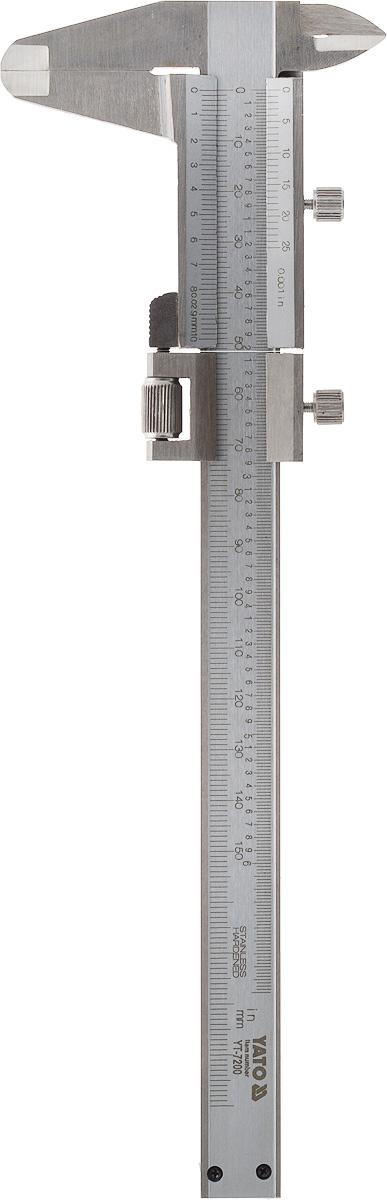 Штангенциркуль Yato, диапазон измерений 15 см. YT-7200YT-7200Yato - это практичный и удобный штангенциркуль, который обладает отличными характеристиками. Инструмент изготовлен из высококачественной нержавеющей стали, имеет диапазон измерений 15 см с точностью до 0,02 мм. На корпус нанесены дюймовая и метрическая шкалы. Конструкция штангельциркуляпозволяет легко и плавно передвигать измерительный бегунок. Основные преимущества данного инструмента - это высокая степень точности измерений инадежность.Штангенциркуль - это универсальный слесарный инструмент, предназначенный для измерений высокой точности внутренних и наружныхразмеров, а также глубин отверстий. Это приспособление считается одним из самых востребованных инструментов измерения, так как обладает простойконструкцией и является удобным в эксплуатации.Штангенциркуль упакован в красивый футляр, в котором его будет удобно хранить.