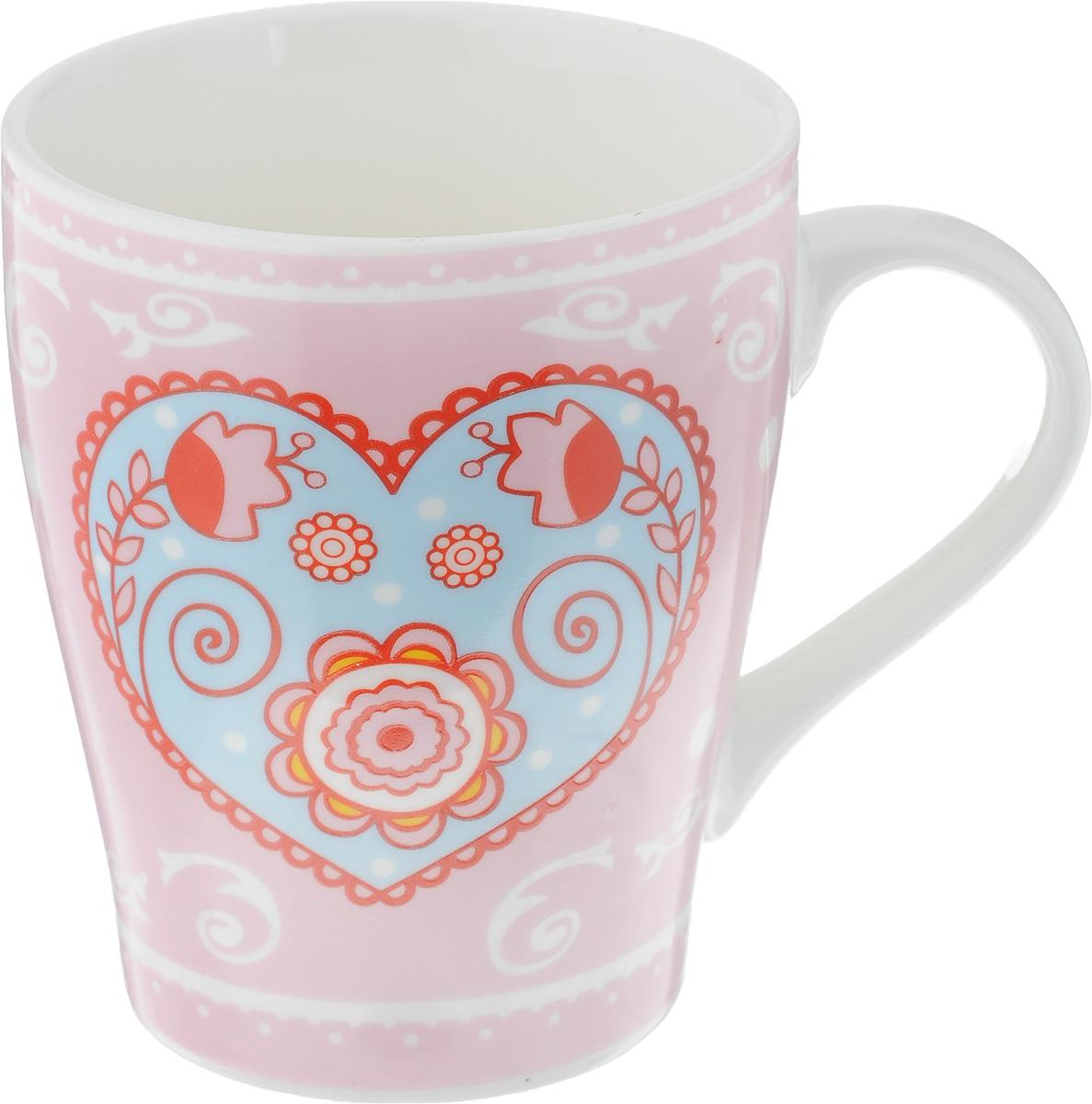 Кружка Loraine, цвет: розовый, 350 мл. 2211222112Кружка Loraine выполнена из высококачественного фарфора с глазурованным покрытием и оформлена оригинальным рисунком. Посуда из фарфора позволяет сохранить истинный вкус напитка, а также помогает ему дольше оставаться теплым. Изделие оснащено удобной ручкой. Такая кружка прекрасно оформит стол к чаепитию и станет его неизменным атрибутом. Можно мыть в посудомоечной машине и использовать в СВЧ.Диаметр кружки (по верхнему краю): 8 см.Высота чашки: 10,5 см.