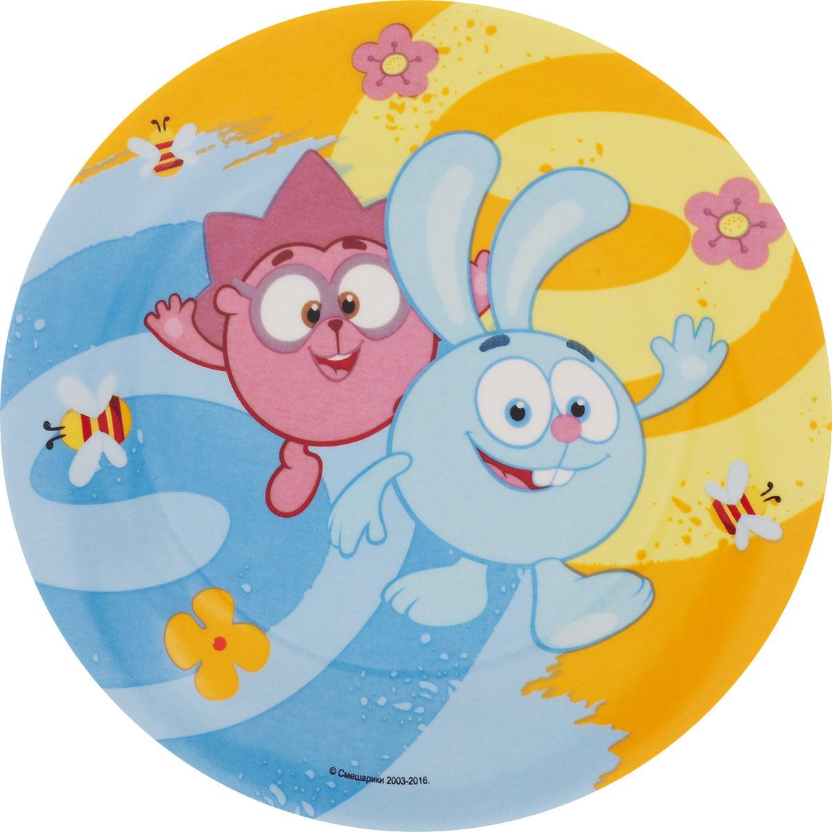 Смешарики Тарелка детская Друзья диаметр 19 смSMP190-2Детская тарелка Смешарики Друзья идеально подойдет для кормления малыша и самостоятельного приема пищи. Тарелка выполнена из керамики, ее широкие бортики обеспечат удобство кормления и предотвратят случайное проливание жидкой пищи.Тарелка оформлена яркими изображениями героев мультсериала Смешарики. Она предназначена для горячей и холодной пищи, подходит для мытья в посудомоечной машине и использования в микроволновой печи.Яркая тарелка с любимыми героями порадует малыша и сделает любой прием пищи приятным и веселым.