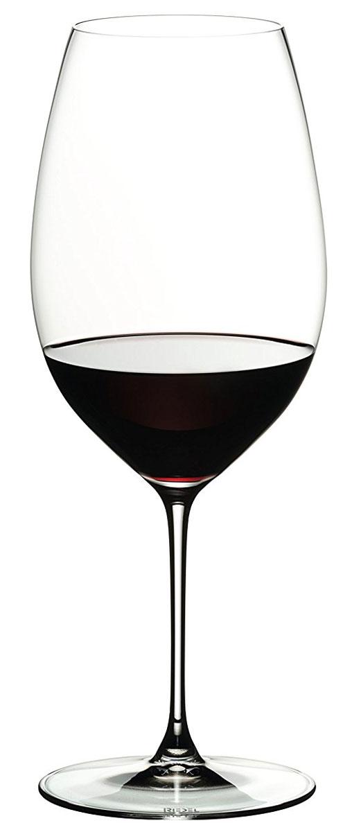 """Бокал Riedel """"New World Shiraz"""" выполнен из прочного стекла. Бокал предназначен для подачи красного вина. Он сочетает в себе элегантный дизайн и функциональность. Благодаря такому бокалу пить напитки будет еще вкуснее. Бокал Riedel """"New World Shiraz"""" прекрасно оформит праздничный стол и создаст приятную атмосферу за романтическим ужином. Такой бокал также станет хорошим подарком к любому случаю. Можно мыть в посудомоечной машине. Диаметр бокала (по верхнему краю): 6,7 см.  Высота бокала: 24 см."""