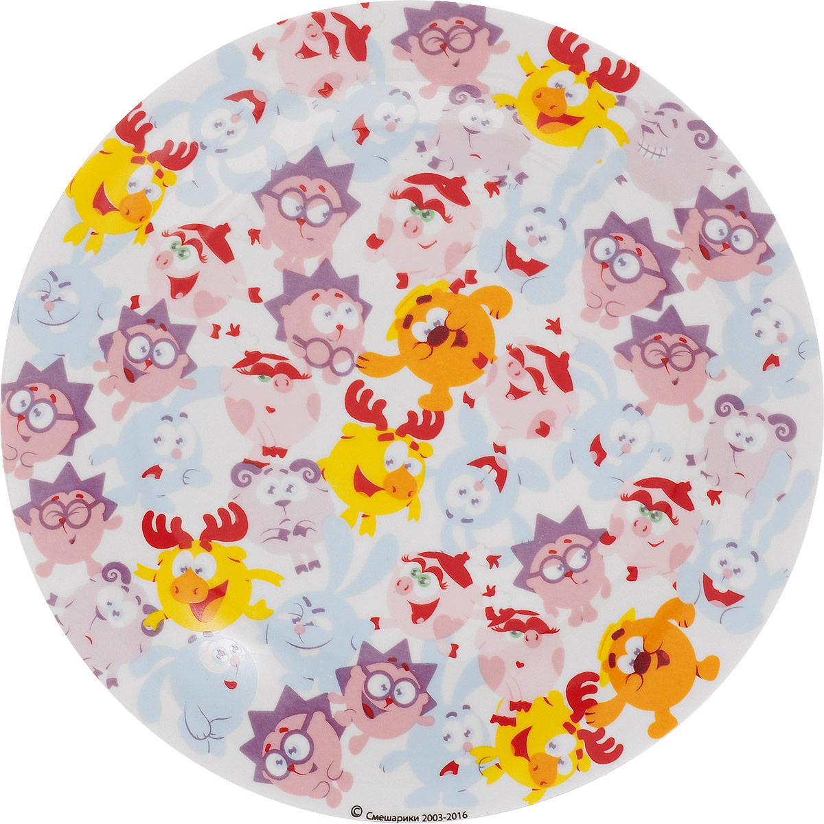 """Детская тарелка Смешарики """"Бум"""" идеально подойдет для кормления малыша и самостоятельного приема пищи. Тарелка выполнена из керамики, ее широкие бортики обеспечат удобство кормления и предотвратят случайное проливание жидкой пищи.  Тарелка оформлена яркими изображениями героев мультсериала """"Смешарики"""". Она предназначена для горячей и холодной пищи, подходит для мытья в посудомоечной машине и использования в микроволновой печи. Яркая тарелка с любимыми героями порадует малыша и сделает любой прием пищи приятным и веселым."""