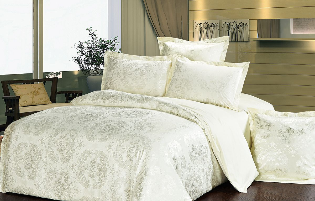 Комплект белья Versailles Элеонора, 2-спальный, наволочки 70x70, цвет: желтый71753Комплект постельного белья Versailles изготовлен из сатина, сотканного из хлопка с добавлением вискозных волокон. Белье дарит приятные тактильные ощущения на протяжении всего сна, а уникальные жаккардовые узоры придают танки мягкий блеск и обеспечивают материалу особую прочность. Постельное белье Versailles - отличный подарок на любое торжество и идеальный выбор для взыскательных покупателей. Комплект состоит из пододеяльника, простыни и двух наволочек. Состав: хлопок 70%, вискоза 30%