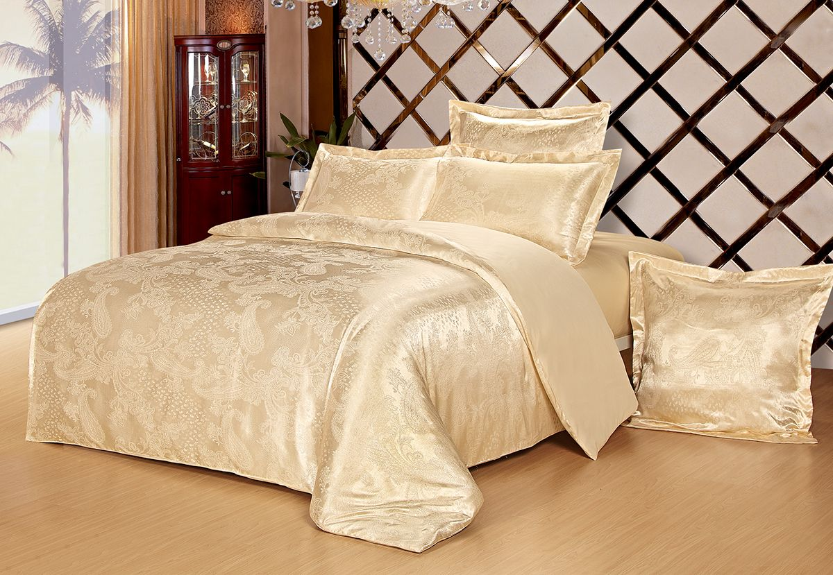 Комплект белья Versailles Дели, евро, наволочки 50x70, цвет: золотой85482Комплект постельного белья Versailles изготовлен из сатина, сотканного из хлопка с добавлением вискозных волокон. Белье дарит приятные тактильные ощущения на протяжении всего сна, а уникальные жаккардовые узоры придают танки мягкий блеск и обеспечивают материалу особую прочность. Постельное белье Versailles - отличный подарок на любое торжество и идеальный выбор для взыскательных покупателей. Комплект состоит из пододеяльника, простыни и четырех наволочек. Состав: хлопок 70%, вискоза 30%