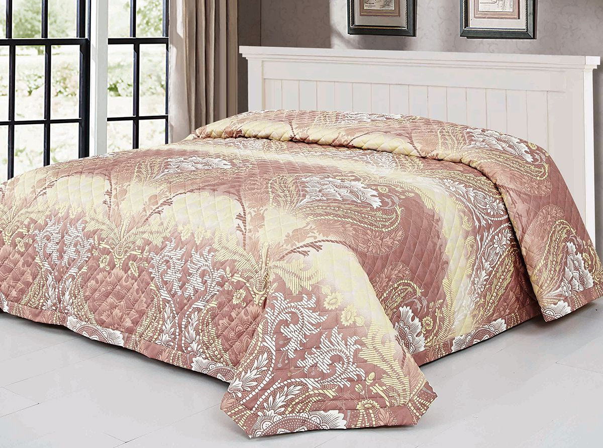 Покрывало Венеция, цвет: бежевый, 220 х 240 см. 7610-0588600Роскошное покрывало Венеция, идеально для декора интерьера в различных стилевых решениях. Покрывало изготовлено из полиэстера, благодаря чему оно вас согреет в прохладную погоду. Изделие подходит для любого интерьера, выполнено с цветочным принтом, не мнется, отлично драпируется и держит форму, не электризуется, обладает мягкой и бархатистой фактурой.