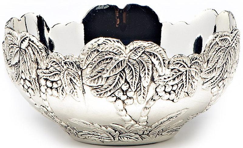 Фруктовница Marquis. 1033-MR1033-MRФруктовница Marquis, выполненная из нержавеющей стали с серебряно-никелевым покрытием, сочетает в себе стильный дизайн с максимальной функциональностью. Фруктовница предназначена для красивой сервировки конфет, фруктов и десертов. Она украсит сервировку вашего стола и подчеркнет прекрасный вкус хозяйки, а также станет отличным подарком. Уход: сухая чистка либо протирать влажной тряпочкой без использования абразивных средств.