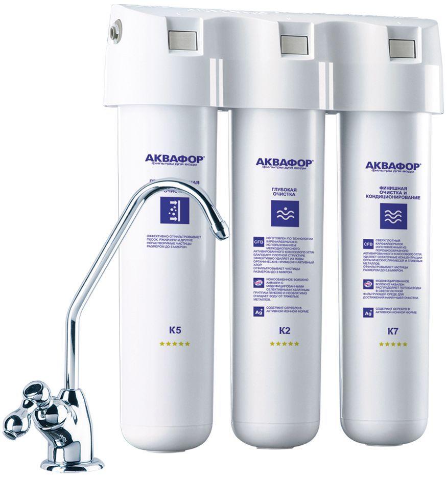 """Водоочиститель Аквафор """"Кристалл А"""", выполненный из  материалов, устойчивых  к гидроударам, выдерживает  экстремальные перепады давления в водопроводе.  Фильтр предназначен для глубокой очистки питьевой воды с  повышенным содержанием механических примесей.  Компактный корпус водоочистителя легко помещается под  мойкой, а на поверхности крепится отдельный кран для  чистой воды. Водоочиститель Аквафор """"Кристалл А"""" укомплектован тремя  полипропиленовыми картриджами с повышенным  содержанием сорбентов.  Первый картридж защищает модули глубокой очистки от  закупоривания, тем самым продлевая срок их службы и  снижая расходы на обслуживание фильтра.  Рекомендуется для воды с большим содержанием песка,  ржавчины и других механических примесей. Картриджи меняются не реже 1 раза в год, однако при  повышенной нагрузке (например, при аварийных сбросах  загрязнителей в водопровод) необходимо заменить их  раньше. Первый картридж меняется раз в 3-6 месяцев в  зависимости от качества воды. Замена картриджей  происходит вместе с корпусом, чтобы предотвратить контакт с  отфильтрованными загрязнителями."""