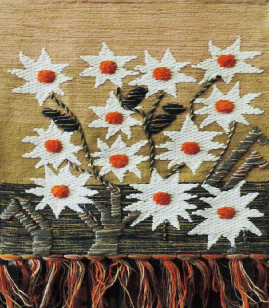 Коврик декоративный India Jute, 70 х 70 см. 1002310023Коврик декоративный ручной работы.Произведен в деревнях Индии, с вековыми традициями в изготовлении джутовых изделий.Служит идеальным украшением Вашего интерьера, отличный подарок по любому случаю. Изделия ручной работы могут немного отличаться от товара, представленного на фото, например, цветовыми нюансами, отделкой.Внимание: коврик не подлежит стирке!