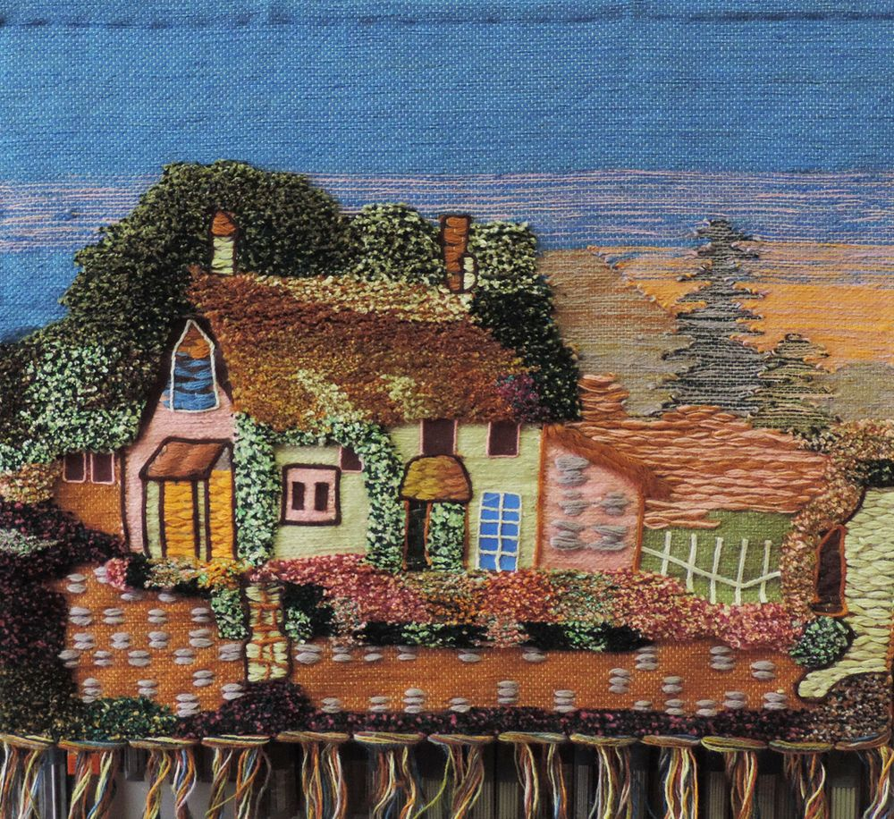 Коврик декоративный ручной работы.  Произведен в деревнях Индии, с вековыми традициями в изготовлении джутовых изделий.  Служит идеальным украшением Вашего интерьера, отличный подарок по любому случаю.   Изделия ручной работы могут немного отличаться от товара, представленного на фото, например, цветовыми нюансами, отделкой.  Внимание: коврик не подлежит стирке!