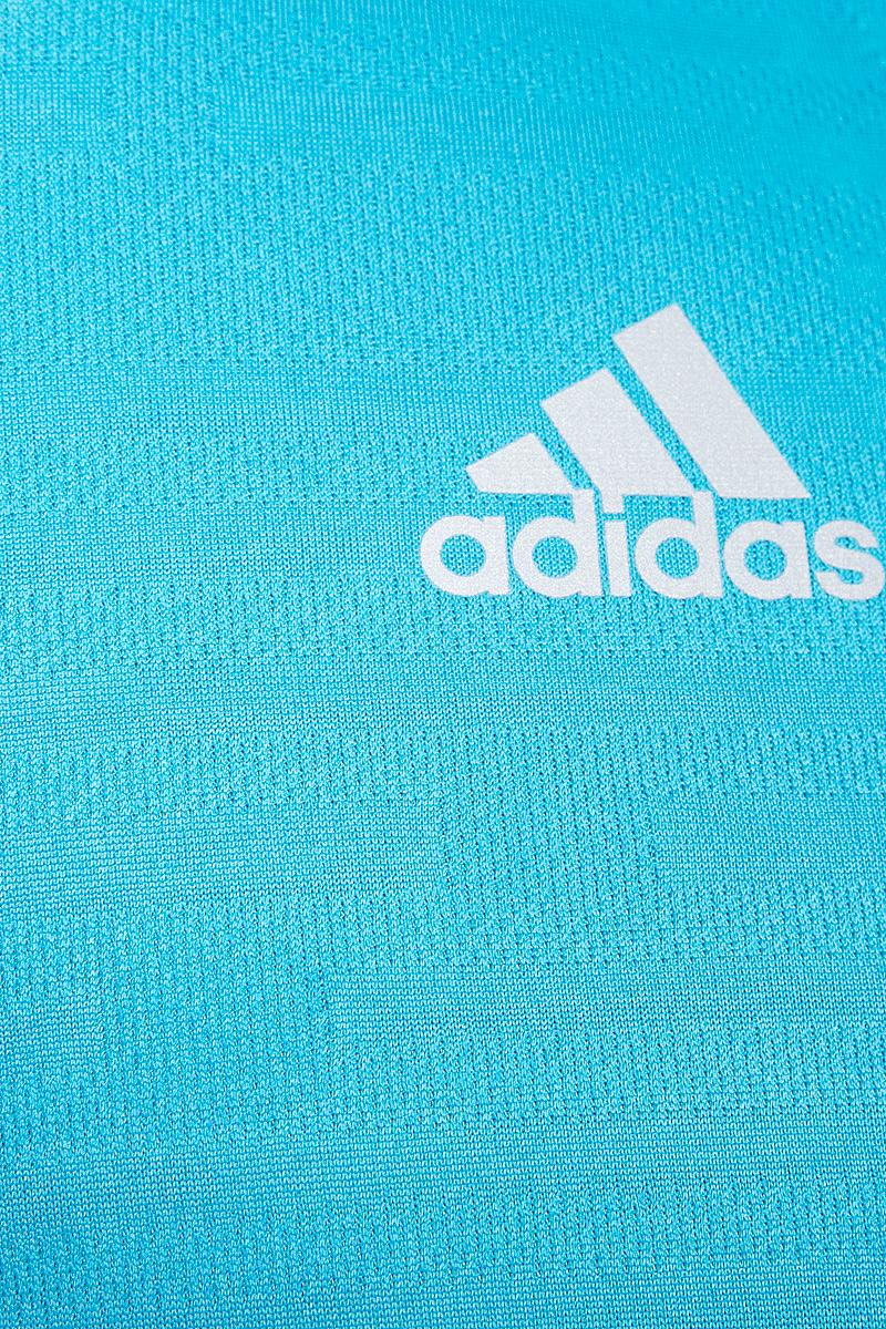 Мужская спортивная майка Adidas Rs Singlet изготовлена из полиэстера с добавлением полиэфира по технологии climalite, что обеспечивает быстрое влагоотведение с поверхности тела. Модель с круглой горловиной декорирована принтом с логотипом и названием бренда и светоотражающими полосами на спинке.