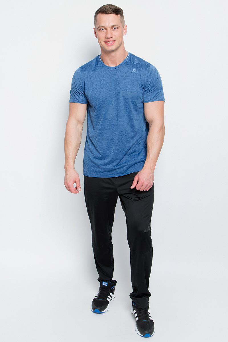Футболка для бега мужская adidas Sn Ss Tee M, цвет: светло-синий. S97944. Размер S (44/46)S97944Мужская спортивная футболка Adidas Sn Ss Tee M изготовлена из полиэстера с добавлением полиэфира по технологии climalite, что обеспечивает быстрое влагоотведение с поверхности тела. Модель с круглой горловиной и короткими рукавами. Однотонная футболка декорирована принтом с логотипом бренда и светоотражающими полосами на спинке.