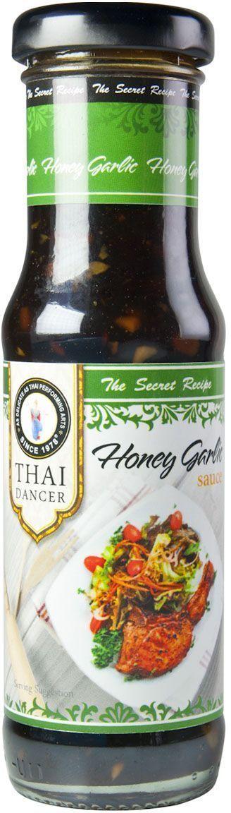 Thai Dancer Соус чесночный с медом, 150 млFS0002058Натуральный соевый соус естественного брожения (выдерживается в бочках 2,5 года). Обладает более густой консистенцией по сравнению со светлым соевым соусом и пониженным содержанием соли. Идеально подходит для приготовления путем обжарки и тушения блюд, в которых требуется густой соус (например, для обжарки лапши, свинины и морепродуктов в воке). Также подается отдельно. Расфасован в удобную упаковку (стеклянная тара), которая гарантирует сохранение вкуса и аромата соуса вплоть до окончания срока годности.