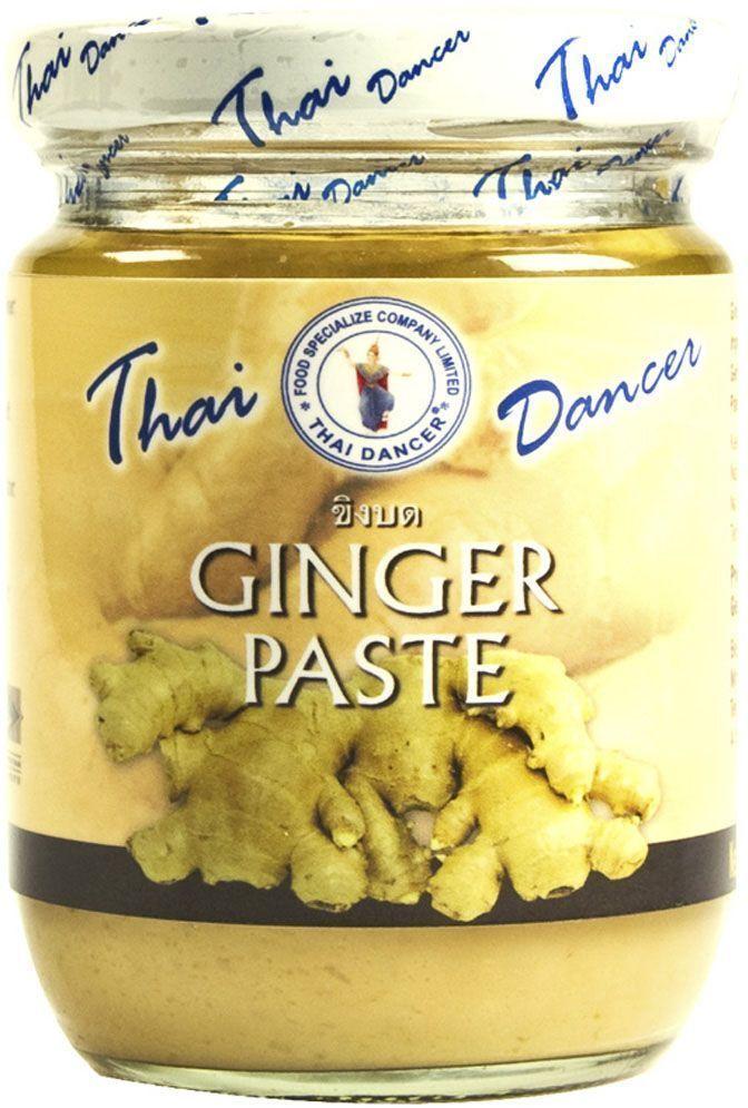 Thai Dancer Имбирная паста, 227 гFS0004017Паста из измельченного имбиря Thai Dancer используется в рецептах китайской, японской, индийской, корейской, тайской, вьетнамской, малайской, индонезийской кухни в качестве идеальной альтернативы свежему имбирю, ускоряя процесс приготовления блюд. Вам больше не нужно искать, покупать, чистить и резать имбирь! Не нужно переживать, что остатки корня заветрятся или испортятся, если вы не пустили их на приготовление блюда. Достаточно иметь под рукой баночку имбирной пасты - и все ваши проблемы будут решены!