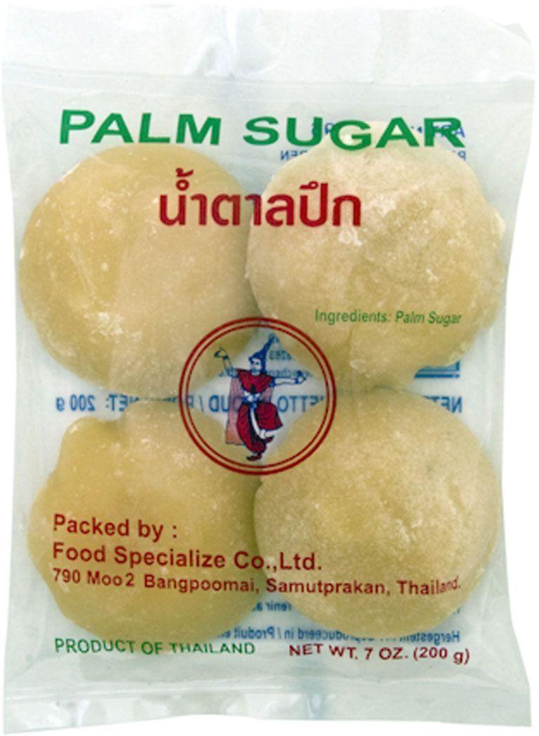 Thai Dancer Пальмовый сахар, 200 гFS0007036Пальмовый сахар производится из сока некоторых видов пальм и применяется в юго-восточноазиатской, индийской и дальневосточной кухне в качестве подсластителя при приготовлении супов, вторых блюд и десертов. Может употребляться в чистом виде, обладает приятным вкусом, ароматом и послевкусием. При производстве тайского пальмового сахара сырье не подвергается длительной термической обработке, благодаря чему сахар сохраняет больше влаги (что обеспечивает мягкую консистенцию) и светлый оттенок. Хранить пальмовый сахар нужно только в сухом, прохладном, защищенном от прямых солнечных лучей месте. После вскрытия поместить в герметичный контейнер, в противном случае сахар затвердеет и будет требовать более длительной обработки при приготовлении. Также можно хранить пальмовый сахар в герметичном контейнере в холодильнике.