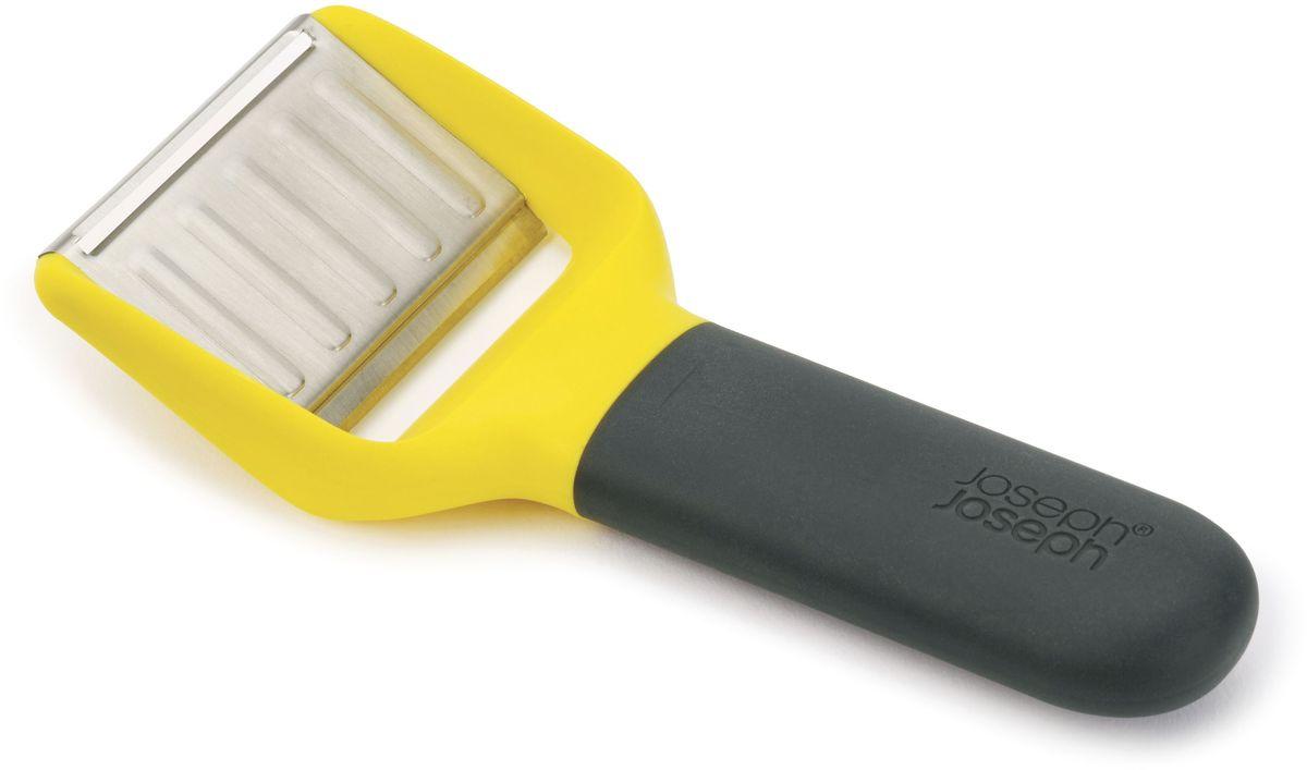Нож для сыра Joseph Joseph, с двумя лезвиями. 2010620106Нож для сыра Joseph Joseph – незаменимая вещь для гурманов. В комплект входит два вида стальных лезвий: слайсер и бритвенное. Приятная на ощупь ручка не выскальзывает во время эксплуатации. С помощью слайсера можно быстро нарезать сыры средней твердости, например, Чеддер или Эмменталь. Рельефная поверхность ножа предотвращает прилипание. Бритвенное лезвие без труда справляется с твердыми сырами, такими, как Пармезан.Нож можно мыть в посудомоечной машине.