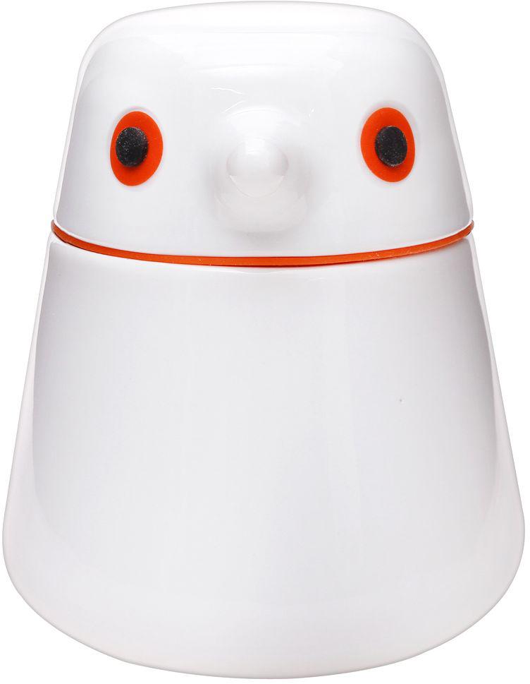 Емкость для хранения QDO Birdie, цвет: белый, оранжевый, 400 мл567307Фарфоровая емкость Birdie идеально подходит для хранения кофейных зерен, рассыпчатого листового чая, сахара и вообще всего, что придет вам на ум.Емкость характеризуется сдержанным и продуманным дизайном в форме птички, в котором каждая деталь несет в себе определенную функцию. Например, клюв используется как ручка для крышки, а широкое основание гарантирует устойчивость и комфортное мытье. Особой ролью наделены подвижные глаза птички. Если нажать на них, то контейнер станет абсолютно герметичным, что необходимо для сохранения вкуса и аромата некоторых сортов кофе и чая. Если немного выдвинуть глаза вперед, емкость начнет пропускать воздух, что благоприятно при хранении ферментированных продуктов, как например, чай пуэр. Можно мыть в посудомоечной машине.
