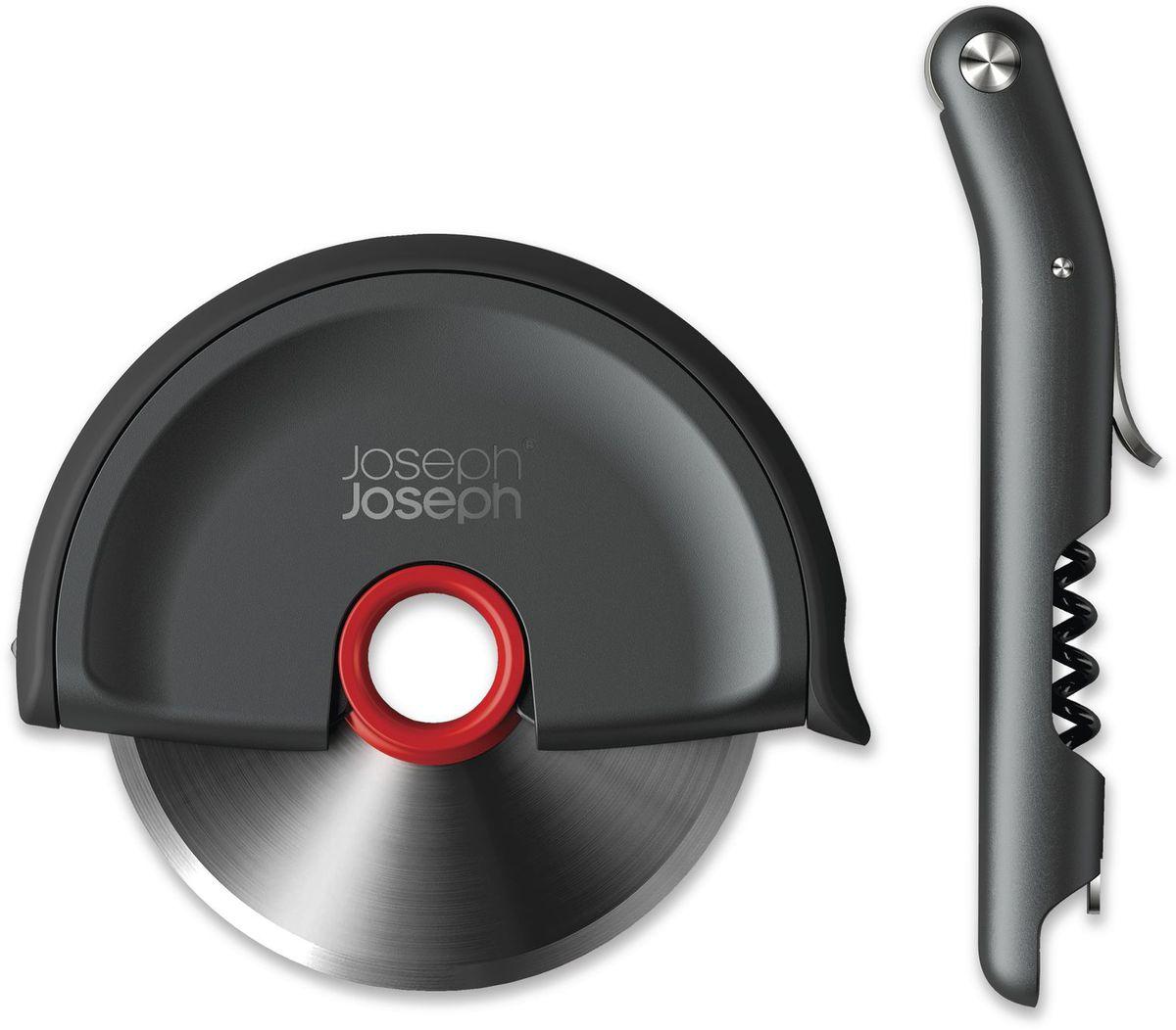 Набор Joseph Joseph: нож для пиццы и штопор. 9824798247Подарочный набор из двух стильных аксессуаров для кухни, изготовленный извысококачественных материалов, включает в себя штопор сомелье и нож для пиццы:- Однорычажный штопор сомелье для удаления пробок одним движением. В конструкциюштопора входят встроенный резак для фольги и магнитная открывалка для бутылочных крышек,а винт с неприлипающим покрытием легко вкручивается в любой тип пробки.- Нож для пиццы Disk из нержавеющей стали предназначен для нарезания пиццы, пирожных илисэндвичей. Эргономичный дизайн включает продуманную нескользящую ручку из силикона,которая также может служить в качестве чехла для безопасного хранения лезвия. Для удобногомытья лезвие вынимается из чехла.