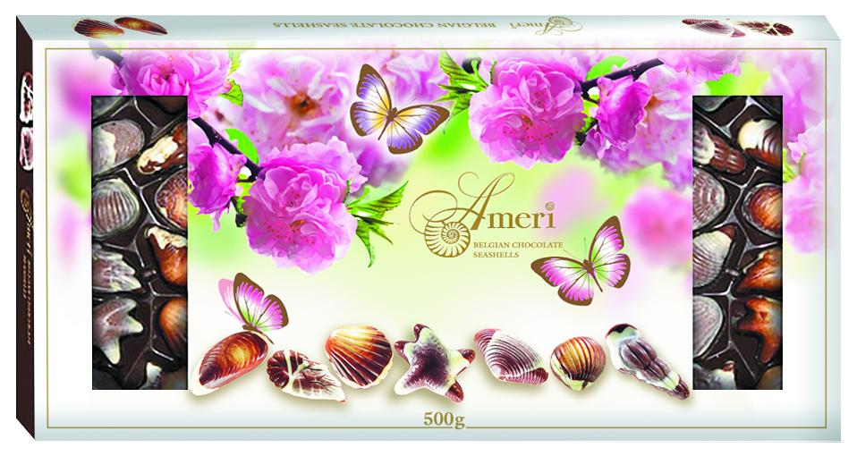 Ameri Шоколадные конфеты с начинкой пралине Цветы, 500 г1445009/1Торговая марка Амери, производящая изысканный сладкий ассортимент, знакома всем любителям темного шоколада. Все гурманы десертов и убежденные сладкоежки знают и любят продукцию Амери. Кондитерская фабрика создает шоколад, который можно по праву отнести к продукции премиального сегмента. Настоящие шоколадки от Амери не только вкусные, но также очень красивые. Выглядят настолько привлекательно, что достойны украсить роскошный праздничный стол. Рецептуры, по которым производятся эти сладости - уникальна. Каждый рецепт разрабатывается силами своих технологов и может служить визитной карточкой кондитерского предприятия. С большим вниманием сотрудники компании относятся к разработке вкусов. Основываясь на изучении потребительских предпочтений и последних тенденциях сладкого рынка, они создают новые продукты, в которых удачно сочетаются инновации и традиции. Поэтомупотребителю каждый раз приятно и интересно, когда он разворачивает шоколадку от Амери.