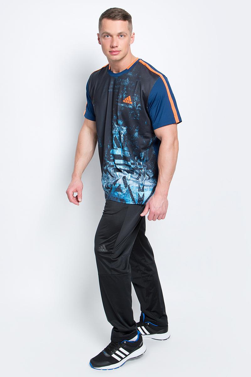 Футболка для тенниса мужская adidas Essex Tr Tee, цвет: темно-синий. BJ8761. Размер L (52/54)BJ8761Футболка Essex Tr Tee от adidas выполнена из полиэфира с добавлением эластана и оформлена оригинальным принтом. У модели круглый вырез горловины и стандартные короткие рукава. Технология climalite отводит пот и оставляет поверхность вашего тела сухой.