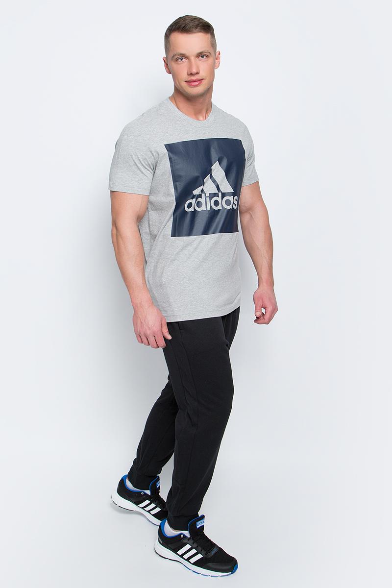Футболка мужская adidas Ess Biglogo Tee, цвет: серый. S98725. Размер XL (56/58)S98725Мужская футболка adidas Ess Biglogo Tee выполнена из натурального хлопка. Классический крой обеспечивает оптимальную свободу движений. Модель украшена большим принтом с фирменным логотипом adidas на груди. Крой реглан на задней стороне рукавов для большей свободы движений.