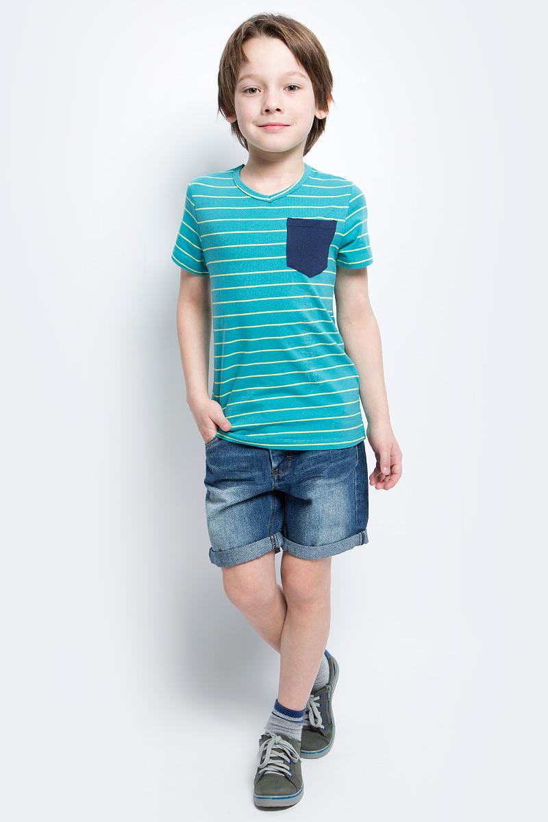 Футболка для мальчика Button Blue Main, цвет: бирюзовый, желтый. 117BBBC12012805. Размер 110, 5 лет117BBBC12012805Футболка в полоску - не только базовая вещь в гардеробе ребенка, но и основа модного летнего образа. Если вы решили купить недорогую футболку для мальчика, выберете футболку от Button Blue с V-образной горловиной и контрастным карманом. Маленькая яркая деталь - изюминка модели, создающая настроение.