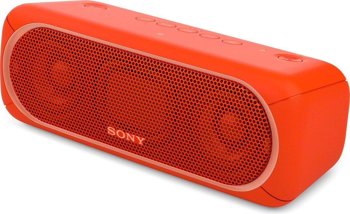 Sony SRS-XB30, Red портативная акустическая системаSRSXB30R.RU4Если у вас есть беспроводная акустическая система SRS-XB30, ходить по дискотекам больше не нужно: технология EXTRA BASS и яркие световые эффекты превратят вашу гостиную в настоящий ночной клуб.Чтобы раскачать вечеринку, просто нажмите кнопку EXTRA BASS. Двойные пассивные излучатели в сочетании с полнодиапазонными стереодинамиками усиливают звучание низких частот, придавая им неожиданную глубину для такой компактной системы.Многоцветная линейная подсветка и стробоскоп создадут у вас в гостиной атмосферу ночного клуба.Компактную беспроводную систему SRS-XB30 можно брать с собой куда угодно: она удобна в переноске, не боится воды и не разрядится до самого окончания вечеринки.Любимая музыка будет с вами всегда и везде, даже у бассейна или на берегу моря: благодаря защите IPX5 эта беспроводная акустическая система не боится воды.Устройте настоящую танцевальную вечеринку, объединив до 10 динамиков по Bluetooth в одну беспроводную систему с помощью функции Party Chain для одновременного воспроизведения музыки и настройки световых эффектов.Быстро и легко управляйте воспроизведением со смартфона через приложение Sony | Music Center (ранее называвшееся SongPal). Просто установите приложение и регулируйте звук, подсветку и прочие настройки.Слушайте музыку без проводов в непревзойденном качестве: кодек LDAC позволяет передавать примерно втрое больше данных (на макс. скорости 990 кбит/с) по сравнению со стандартным протоколом Bluetooth.Подключите смартфон по NFC, просто приложив его к акустической системе, — и начинайте веселиться.Подключите смартфон по USB для одновременной зарядки и воспроизведения музыки.