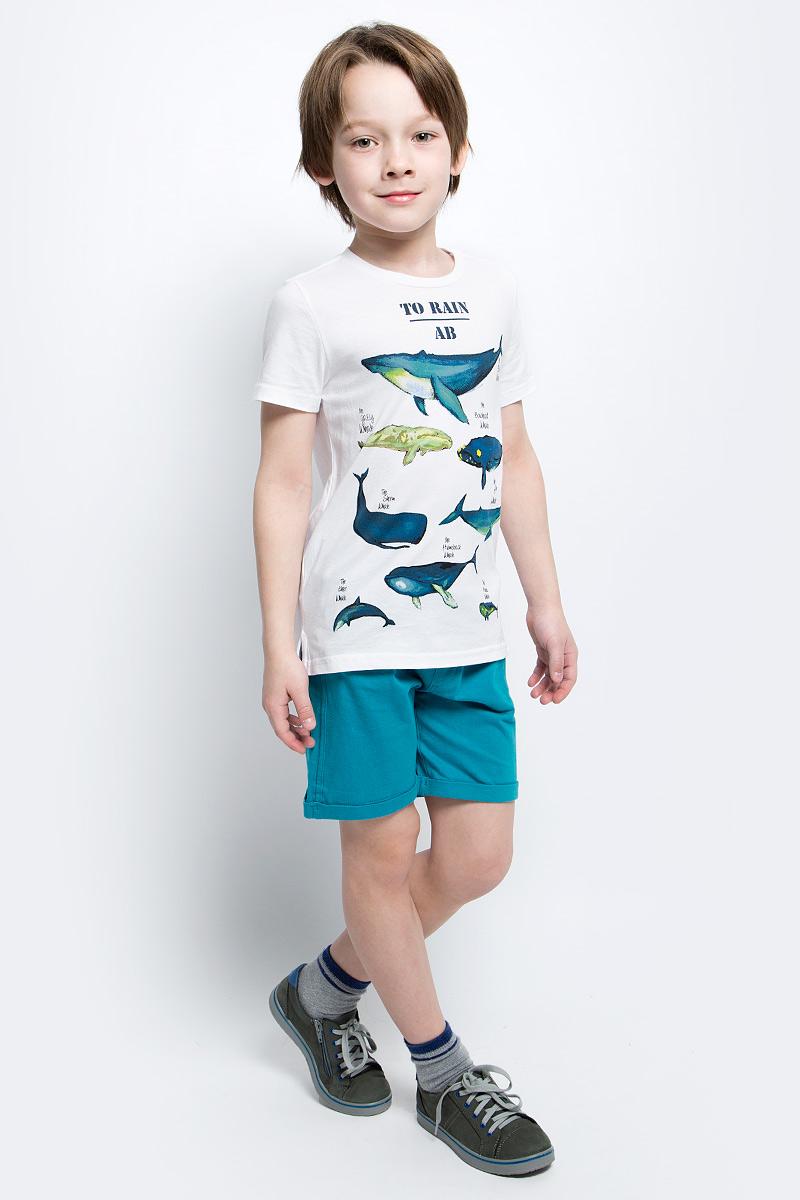 Футболка для мальчика Button Blue Main, цвет: белый. 117BBBC12020200. Размер 104, 4 года117BBBC12020200Футболка с принтом - не только базовая вещь в гардеробе ребенка, но и основа модного летнего образа. Если вы решили купить недорогую футболку для мальчика, выберете футболку от Button Blue. Высокое качество подарит удобство, комфорт и принесет удовольствие от покупки.