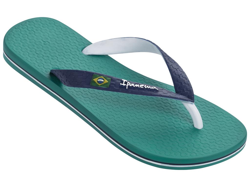 Сланцы Ipanema Brazil Bicolor Unisex Ad, цвет: бирюзовый, синий. 81046. Размер BRA 35 (36)81046-20247Очень легкие сланцы от Ipanema придутся вам по душе. Модель выполнена из поливинилхлорида и оформлена на ремешке логотипом бренда. Ремешки с перемычкой гарантируют надежную фиксацию модели на ноге.Подошва оформлена яркими, контрастными линиями. Удобные сланцы прекрасно подойдут для похода в бассейн или на пляж.