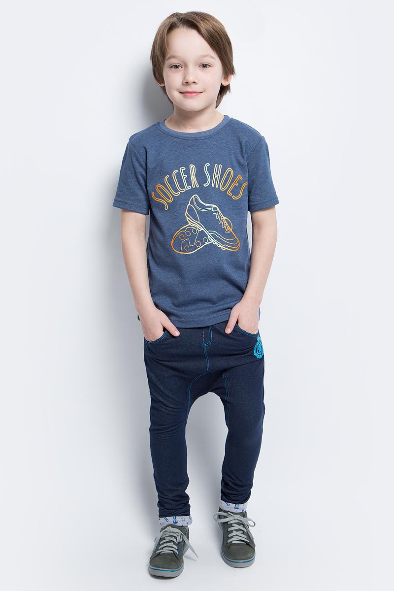 Футболка для мальчика КотМарКот, цвет: индиго. 20416. Размер 10420416Стильная футболка для мальчика КотМарКот выполнена из натурального хлопка. Модель с круглым вырезом горловины и короткими рукавами оформлена интересным принтом.