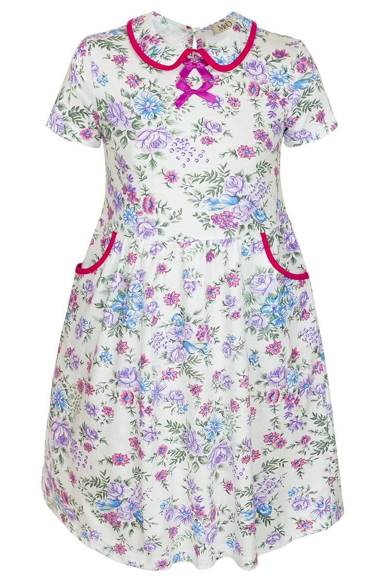 Платье для девочки M&D, цвет: белый, мультиколор. SJD27057M77. Размер 98SJD27057M77Платье для девочки M&D станет отличным вариантом для утренника или прогулок. Изготовленное из мягкого хлопка, оно тактильно приятное, хорошо пропускает воздух. Платье с круглым вырезом горловины, отложным воротничком и короткими рукавами застегивается по спинке на пуговицу. От линии талии заложены складочки, придающие платью пышность. По бокам платье имеет кармашки. По краям воротника и карманов проходит трикотажная бейка.Изделие оформлено ярким принтом и украшено бантиками из атласной ленты на груди.